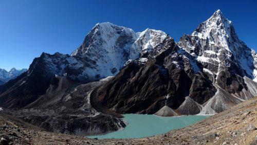 Pico Taboche y lago Chola Tso