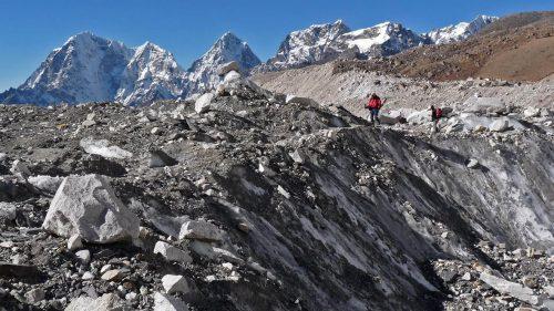 Caminando por encima del glaciar del Khumbu