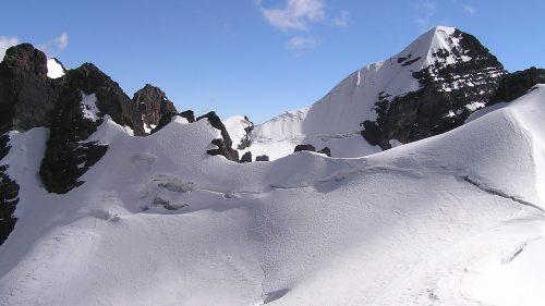Vista del Pequeño Alpamayo desde Pirámide Blanca