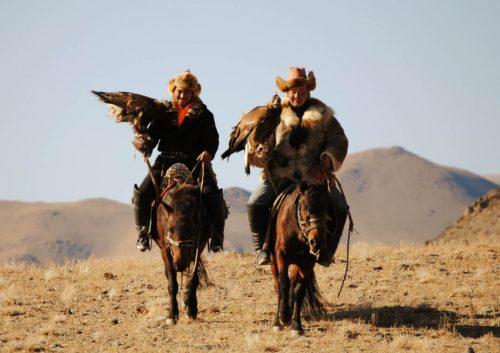 Cazadores kazajos con águilas