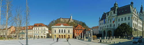 Plaza y castillo en Ljubljana