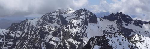 Vista al Ras y Timesguida, desde la cima del Toubkal