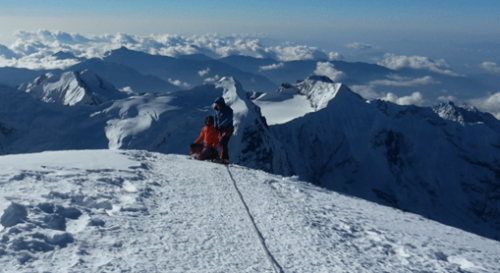 Llegando a la cima del Mera Peak