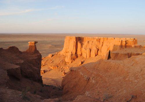 Acantilados de Bayanzag, desierto del Gobi