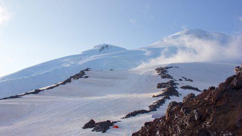 Bandas rocosas en el camino a la cima del Elbrus