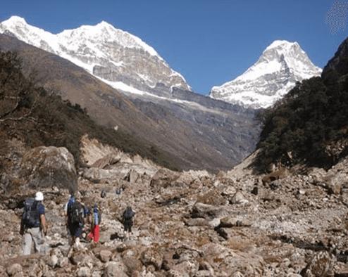 Kusum Kanguru (6.373 m) y Kiashar (6.769 m)