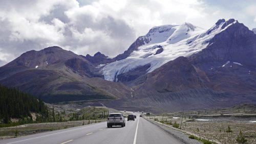 Conduciendo en la Icefields Parkway, sector Athabasca