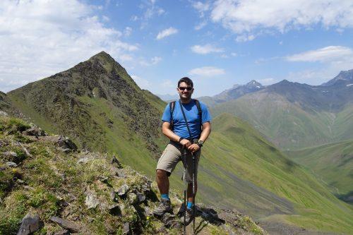 Ascenso al pico Mukhadze