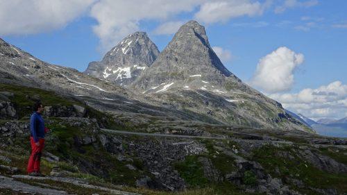Montañas sobre la carretera del Tröll