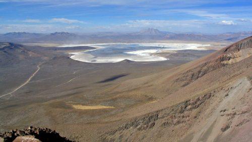 Laguna Salinas y volcán Ubinas