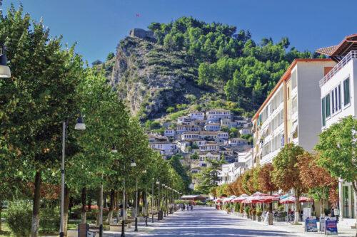 El castillo domina la ciudad de Berat